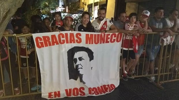 La bienvenida para el Muñeco Gallardo en Mendoza