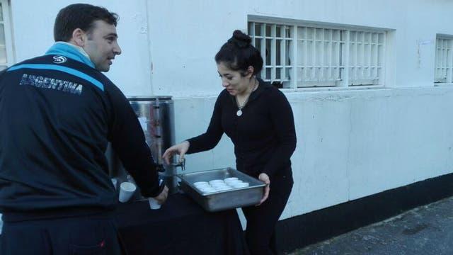 Café y medialunas, un gesto del club a los socios