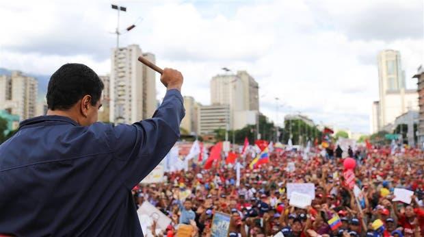 El saludo de Maduro a sus seguidores durante los actos por el Día del Trabajador en Caracas