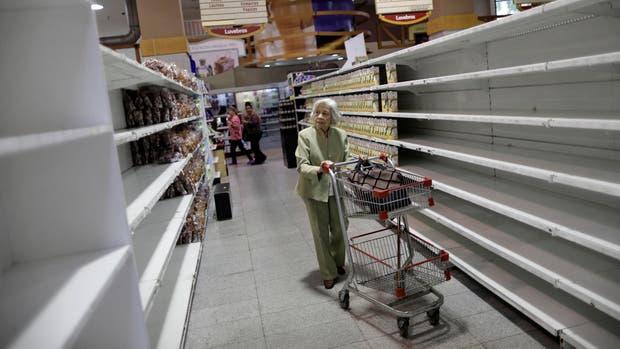 Las góndolas están vacías en los principales supermercados de Caracas