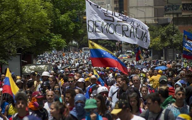 La oposición volvió ayer a las calles en reclamo de democracia