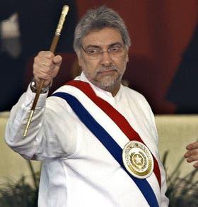 El mandatario, con el bastón presidencial, en su asunción