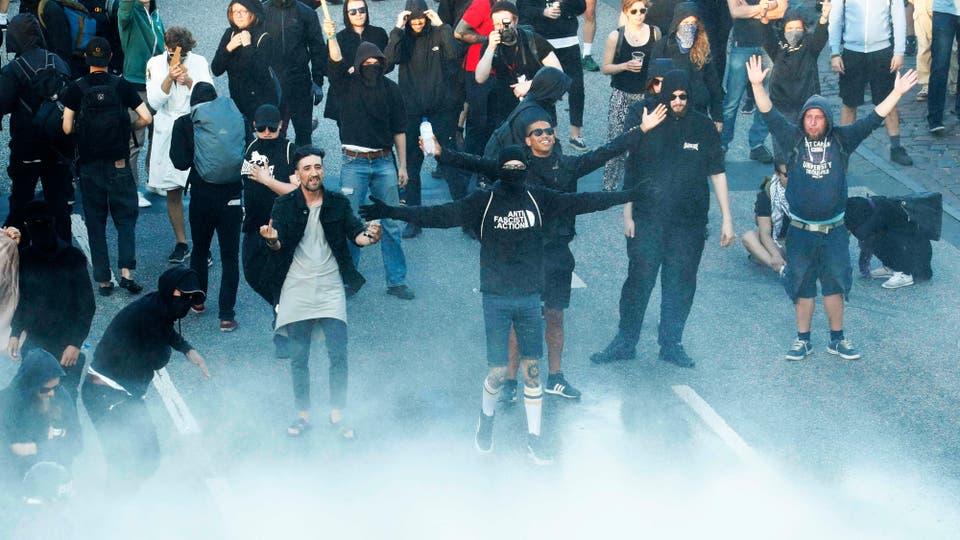 La policía desaloja una protesta contra el G-20 en Hamburgo. Foto: Reuters / Fabrizio Bensch