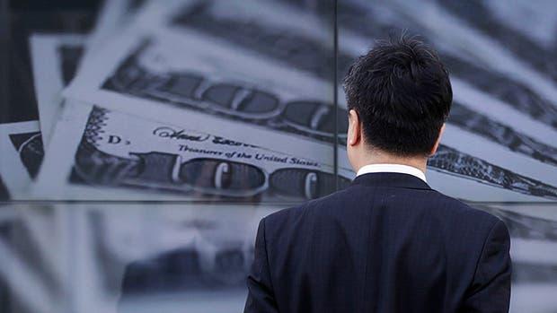 El dólar subió 10 centavos hasta $17,86 — Nuevo récord