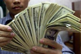 El dólar blue retrocede hoy un centavo