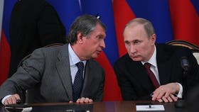 El ex general de la KGB, Oleg Erovinkin, junto a Vladimir Putin
