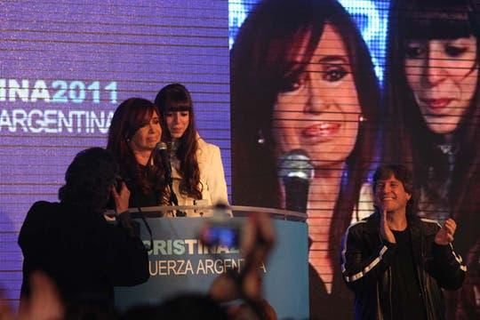 En el búnker oficialista festejaron que la Presidenta logró un primer lugar holgado. Foto: lanacion.com / Guadalupe Aizaga