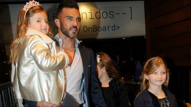 Fabián Cubero llevó a sus hijas a Disney on Ice y su ex, Nicole Neumann, se sumó posteriormente para relevarlo y ver el show. Foto: LA NACION / Gerardo Viercovich