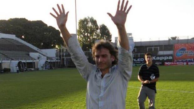 Adrián De Vicente, en un homenaje que le rindió Platense en 2010.
