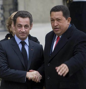 El ex presidente francés, Nicolas Sarkozy lo recibió en París en noviembre de 2007. Foto: Archivo