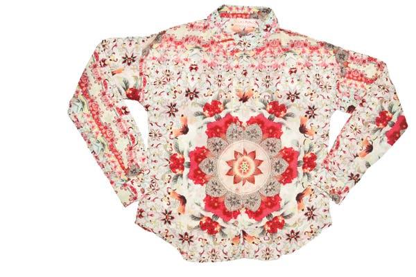 Camisa estampada (Las Pepas, $499)..