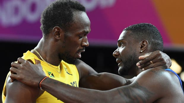 El abrazo entre Bolt y Gatlin, el nuevo campeón mundial