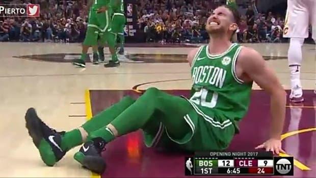Jugador de los Celtics sufre horrenda lesión