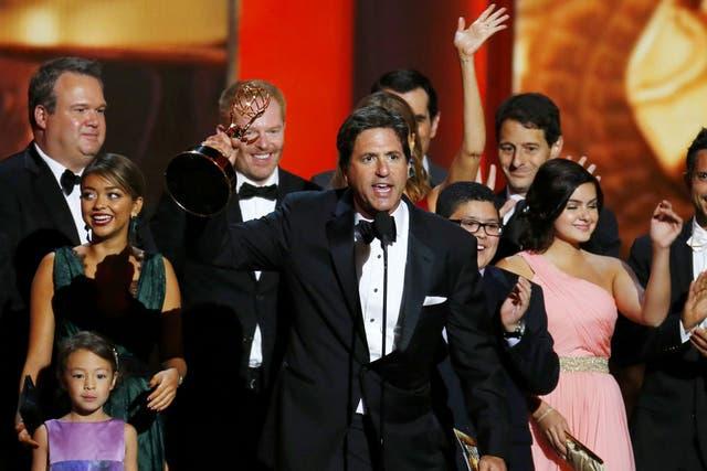 El elenco de Modern Family festeja su Emmy a la mejor comedia