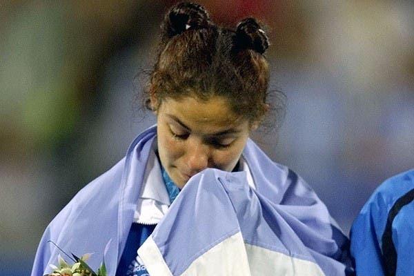 Sole García exhibe su tristeza por haber perdido la final olímpica ante Australia en Sydney 2000..  Foto:AP