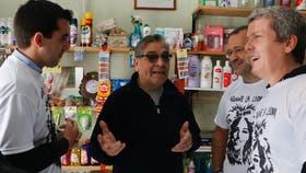 """La corriente """"La Manada"""" se presentó durante un timbreo en La Plata"""