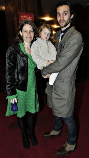 Elena Roger y Mariano Torre llevaron a su hija a ver a Baryshnikov. Foto: LA NACION / Gerardo Viercovich