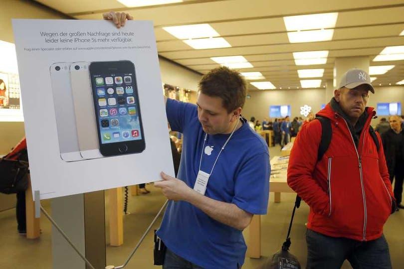 La demanda del iPhone 5S provocó la suspensión de las ventas en el primer día en Alemania. Foto: AP
