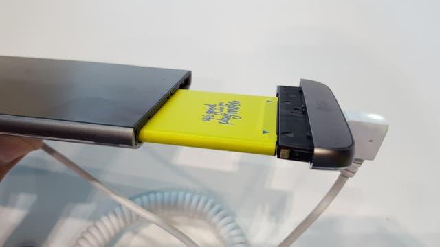 La batería del LG G5 se puede extraer y reemplazar por otra o por un accesorio diferente