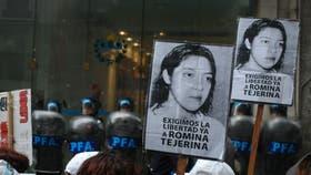 Organizaciones de izquierda se manifiestan en la Capital Federal, frente a la Casa de Jujuy