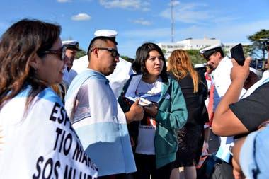 Familiares de los tripulantes del ARA San Juan en el acto llevado a cabo esta tarde