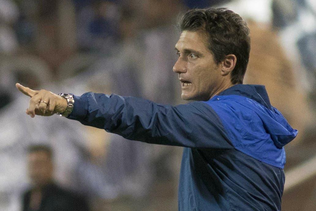 Con Buffarini en el medio y Tevez de 9: Guillermo Barros Schelotto cambia para ganar en confianza