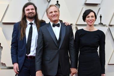 Por primera vez en 13 años Viggo Mortensen llevó a su mujer Ariadna Gil a los Oscar. La pareja fue acompañada por Henry, el hijo de él