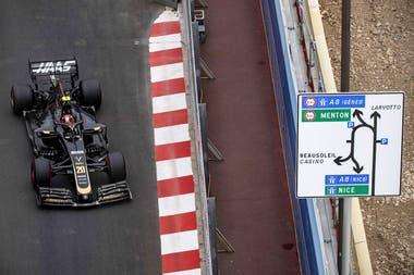 Kevin Magnussen en el circuito de Mónaco.