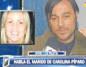 Buzzali, durante la entrevista, junto a la imagen de su esposa
