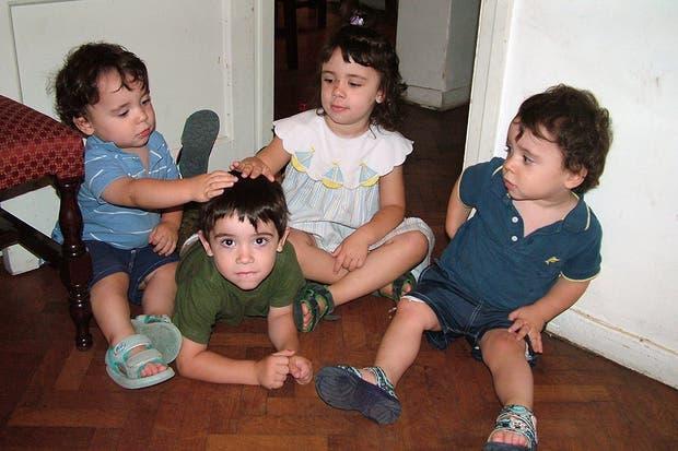 Cuatro de los cinco pequeños de la familia Perea