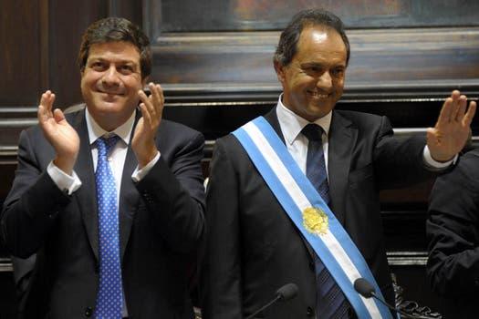 Scioli asume su segundo mandato como gobernador junto al vice Gabriel Mariotto; 12 de diciembre de 2011. Foto: Archivo