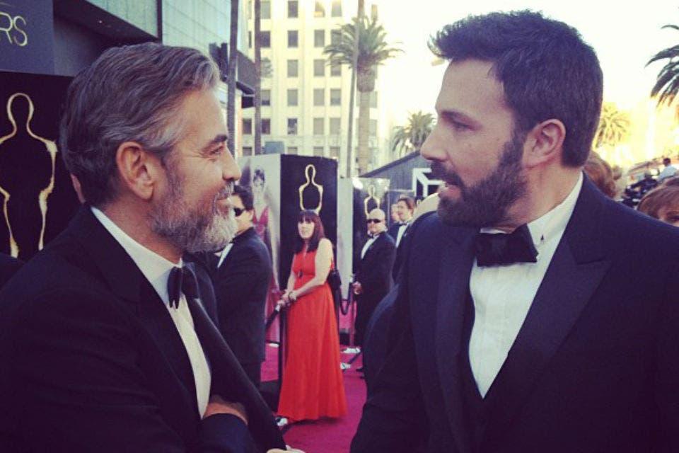 Hombres con barba: George Clooney y Ben Affleck. El director de Argo se afeitó luego de ganar el Oscar a mejor película. Foto: /Instagram