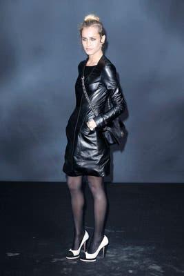 Mucho cuero para la modelo británica Alice Dellal. Divina, pero le faltó el peinado, ¿no?. Foto: Chanel Latin America