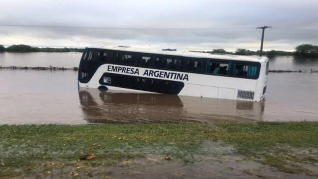 Cortan rutas del sur de Santa Fe por las inundaciones