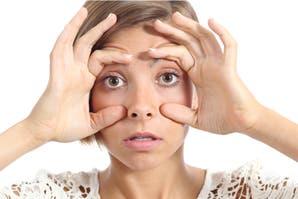 6 trucos para desinflamar los ojos después de una noche de pocas horas de sueño
