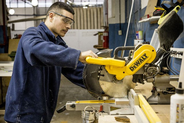 En ciertos trabajos de precisión se utiliza la sierra circular con distintos tamaños de hojas de corte.