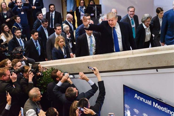 Trump, ayer, a su llegada al Foro de Davos