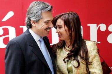 En la gestión de Cristina Kirchner las tasas norteamericanas subieron hasta la crisis de Lehman Brothers, aunque luego cayeron e inauguraron el ciclo de dinero más barato de la historia. El mundo se llenó de inversionistas dispuestos a prestar plata a bajo precio, pero la Argentina no pudo aprovecha