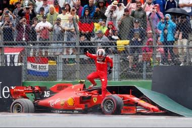 Charles Leclerc y su Ferrari fueron víctimas de la imprevisibilidad de un circuito empapado.
