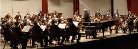 Los músicos de la Sinfónica se presentaron a tocar con su acostumbrada vestimenta, a pesar del conflicto gremial que enfrentan