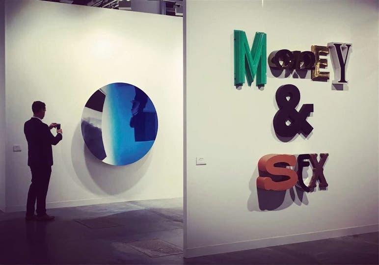 Los espejos de Anish Kapoor, un imán para el público de Art Basel