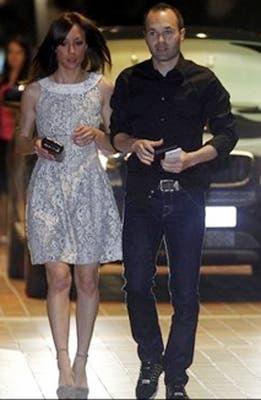 Iniesta y su esposa.  /Mundo Deportivo