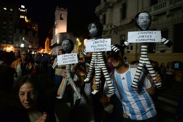Los protestantes sostuvieron consignas contra la corrupción y la inseguridad