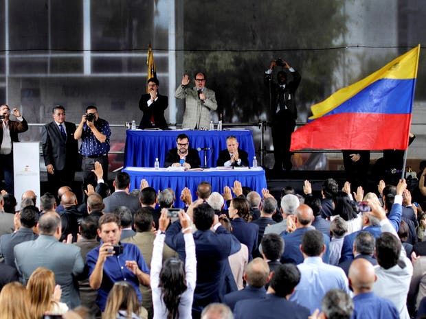 La oposición juramentó ayer a los jueces en un acto en una plaza de Caracas