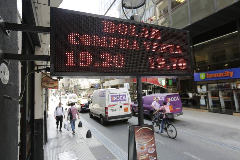 Cerró a $19,88 el minorista y $19,61 el mayorista; más ventas de bancos oficiales