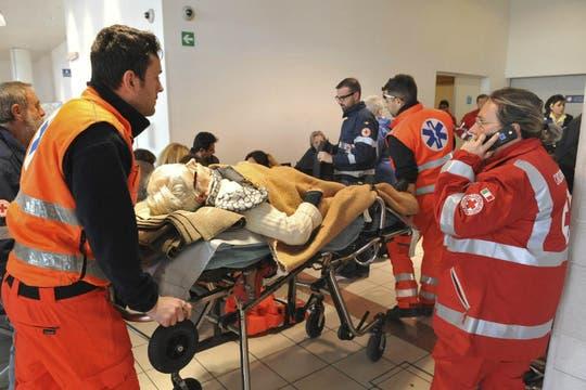 Varios pasajeros debieron recibir atención médica de urgencia. Foto: Reuters