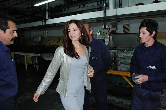 En un acto en una fábrica, como legisladora y primera dama. Foto: Archivo