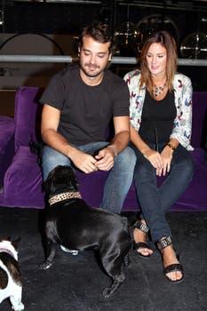 La pareja se mostró simpática y por supuesto no faltaron a la cita los perros de Paula. Foto: Virtual Press