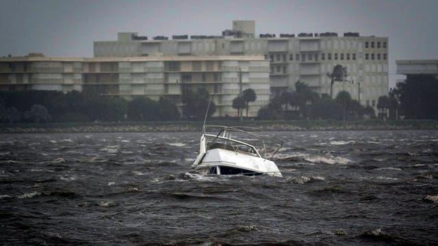 Un bote fue arrastrado por la corriente y se hundió tras ser azotado por los fuerte vientos de Irma