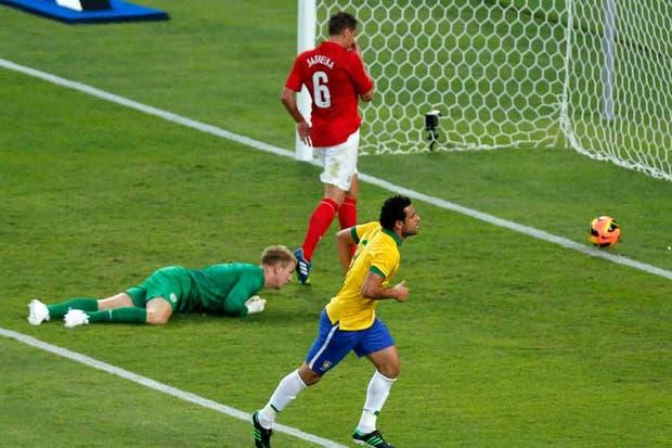Fred, autor del primer gol en el nuevo Maracaná
